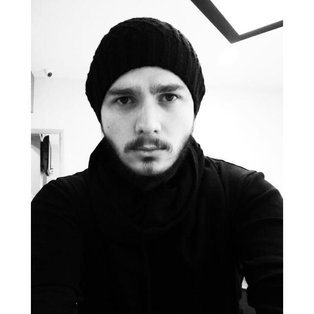 Kıbrıs siyah kıyafetle tecavüzlere tepki gösteriyor.