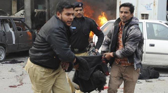 Afganistan'da intihar saldırısı: 20 polis öldü