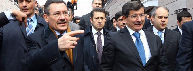 Ahmet Davutoğlu ve Melih Gökçekten sürpriz görüşme