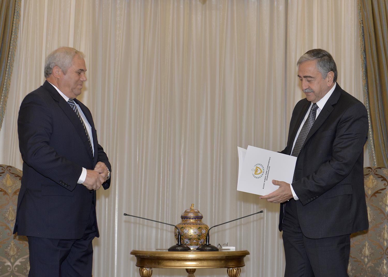 Yorgancıoğlu,Hükümetin istifasını  Cumhurbaşkanı Mustafa Akıncı'ya sundu