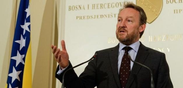 """İzzetbegoviç'ten BM'ye """"Srebrenitsa"""" mesajı"""