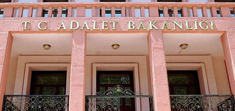 kktc basbakani danismani unvanini kullanarak turkiye adalet bakanligi nin olmayan ihalelerini is adamlarina pazarlamislar