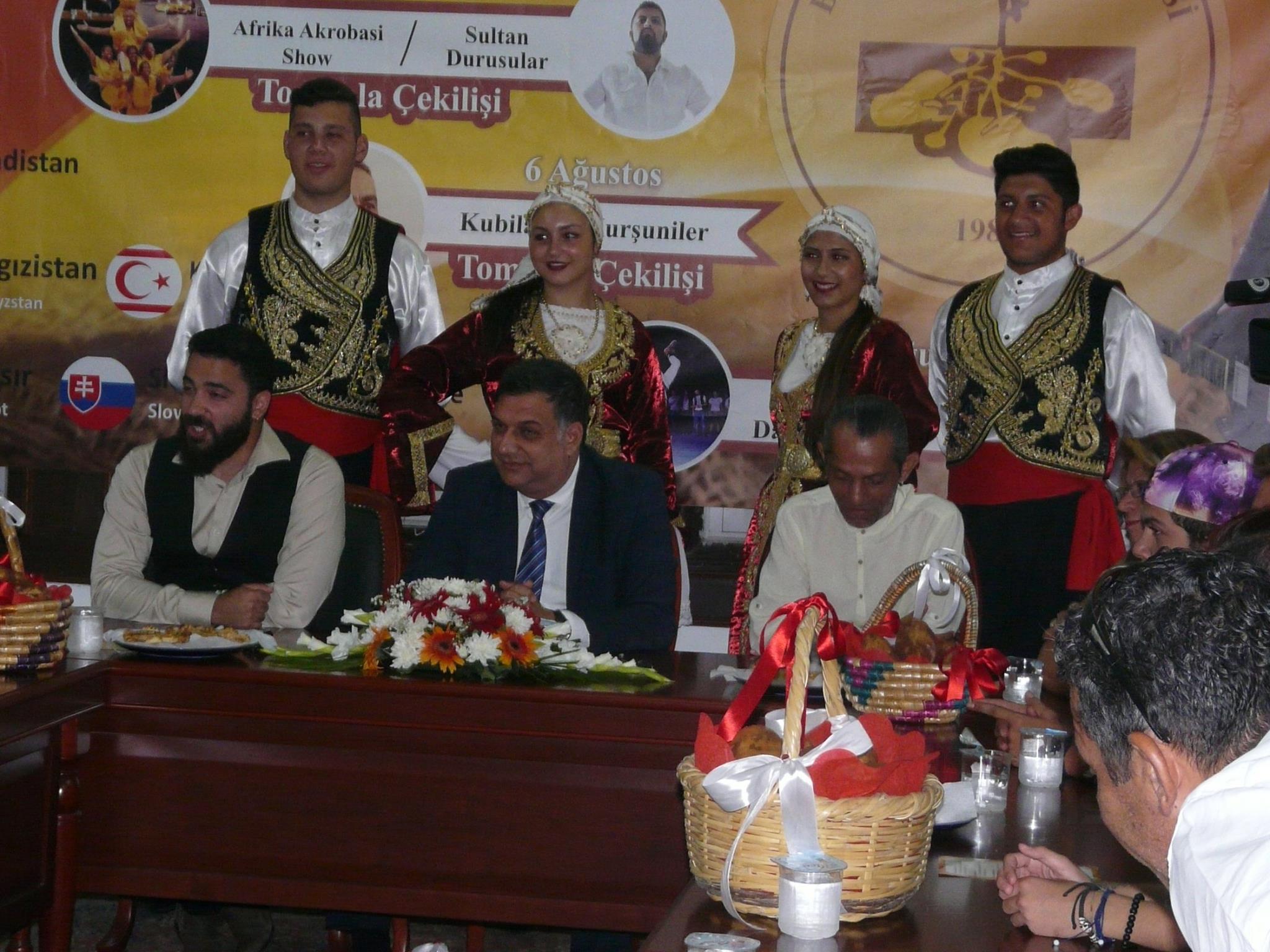 Kazan'daki yemek festivalinde, Dünya Kupası simgelerinden dev masa örtüsü örülecek 25