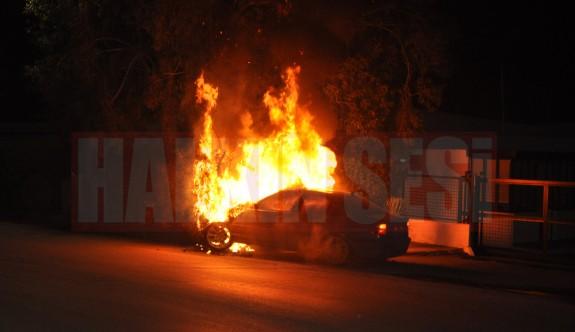 19 Yaşındaki Genç Kaza Yaptı Araba Ve Ağaçlar Alev Aldı