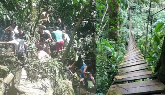 Asma köprü ters döndü, 11 kişi öldü