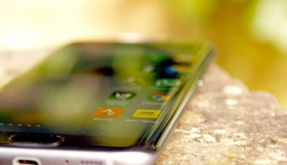 Galaxy S8'in Kulaklık Bilmecesi!