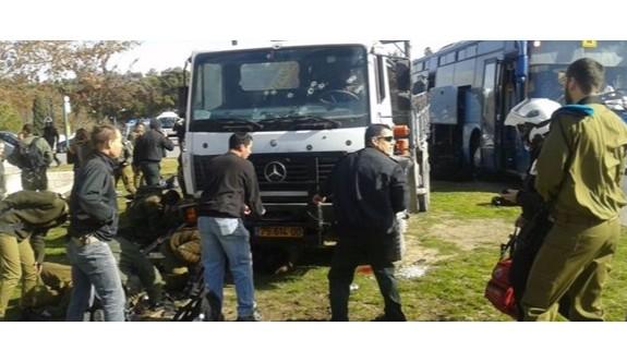 İsrail'de kamyonla saldırı: 3 ölü