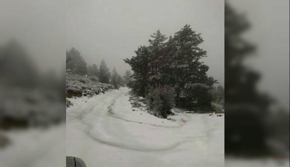 Kar yağışı St. Hillarion Kalesi'ne giden yolu kapattı