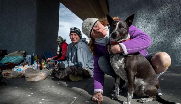 Melbourne'da evsizler sokaklara geri döndü!