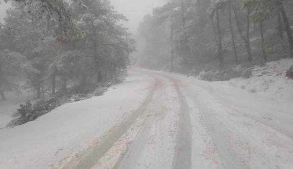 Selvilitepe'de 6 cm'lik kar kalınlığı ölçüldü