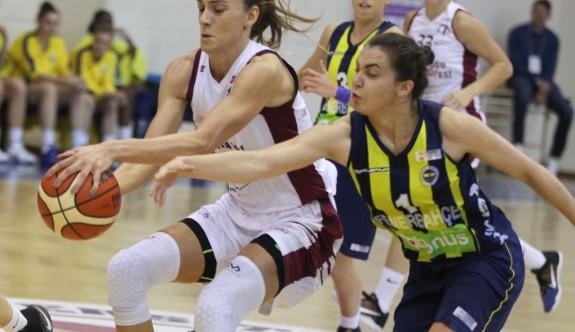 Yakın Doğu Melekleri Fenerbahçe derbisinde
