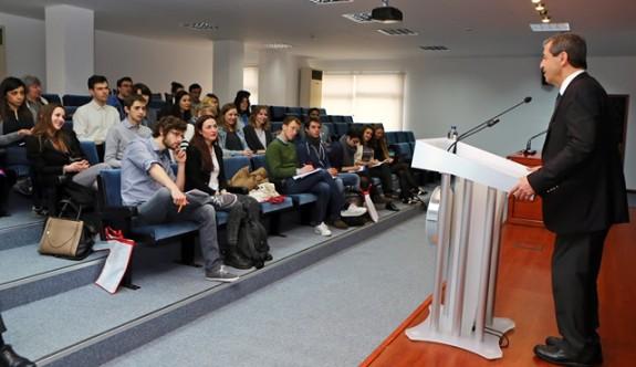 Ertuğruloğlu, Fransa'da öğrenciler Kıbrıs sorununu anlattı