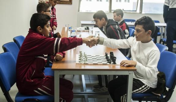 Altı ilkokuldan 45 satranççı mücadele etti