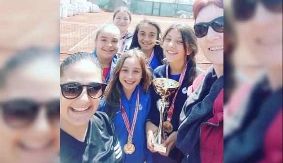 Levent Koleji ve TMK şampiyon