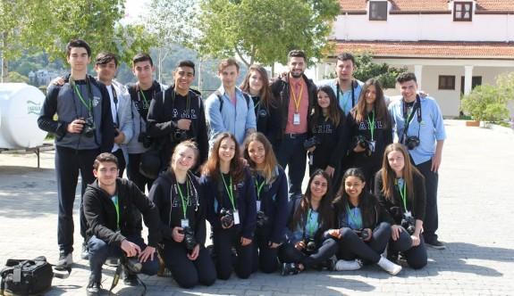 Öğrenciler, Karmi'yi fotoğrafladı