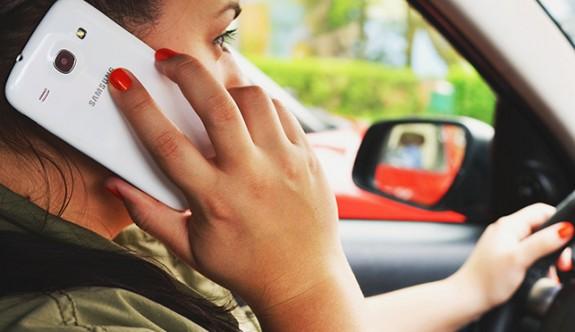 120 km süratle cep telefonuyla konuşarak araç sürüyordu