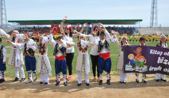 23 Nisan kutlamaları stadyum dışına çıkıyor