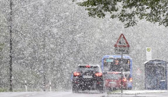 Avrupa'ya kış geri döndü! Kar yağıyor...