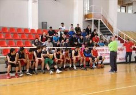 Basketbol antrenörleri eğitiliyor