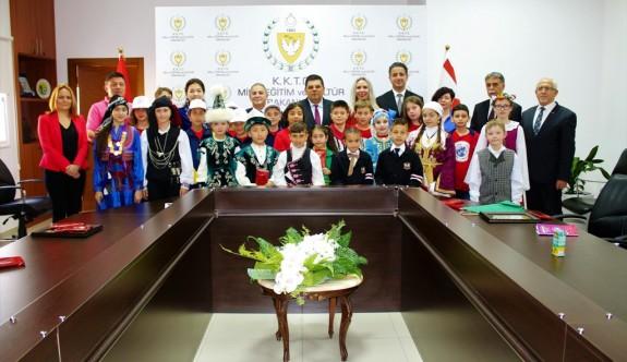 Berova, 23 Nisan ekiplerini kabul etti