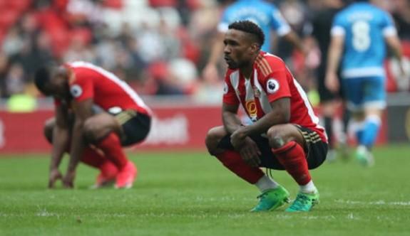 Sunderland Premier Lig'e veda etti