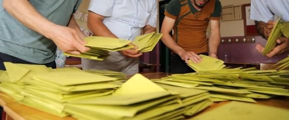 Türkiye'de YSK referandumun iptali istemini reddetti