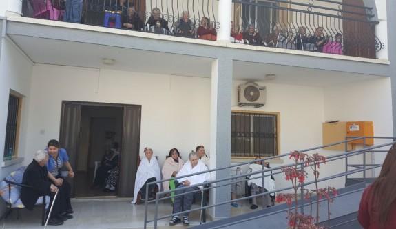 Yakın Doğu Koleji öğrencileri Bahar Yaşlı Bakımevi'ni ziyaret etti