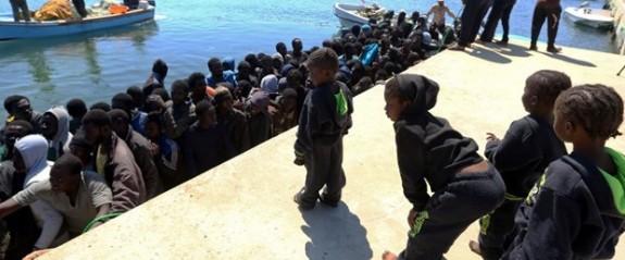 102 kaçak göçmen kurtarıldı