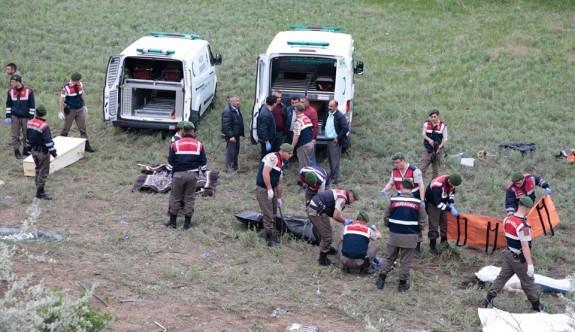 Ankara'da yolcu otobüsü devrildi: 8 ölü, 32 yaralı