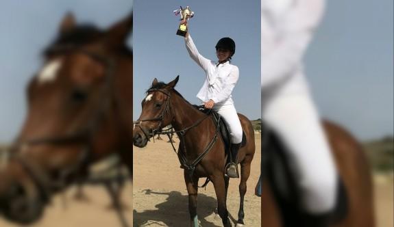 Atlar, Asya Atlı Spor Kulübü'nde yarıştı