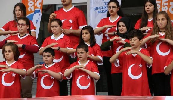 İstiklal Marşı'nı işaret diliyle söylediler