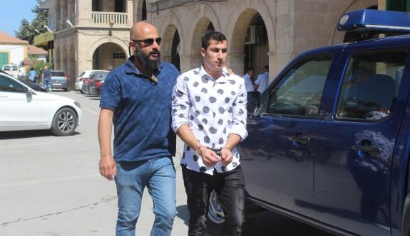 Polis'i darp'a 18'er ay hapis cezası