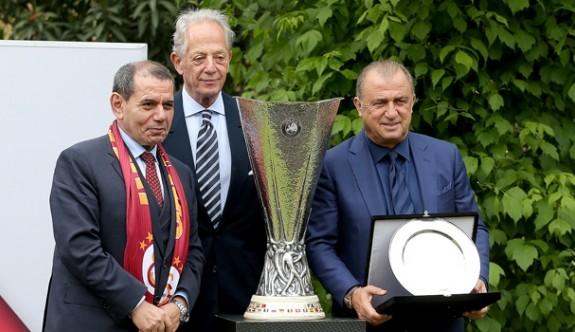 UEFA şampiyonluğunun 17. yılı kutlandı