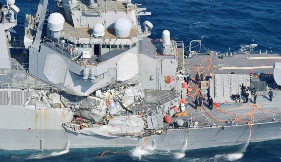 ABD Destroyeri yük gemisi ile çarpıştı