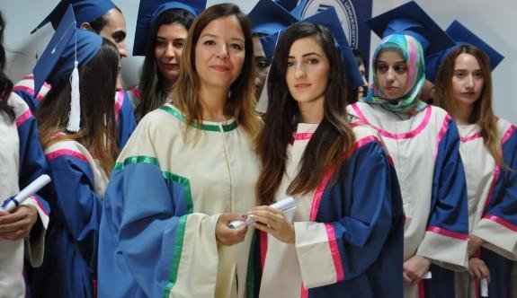 DAÜ Eczacılık Fakültesi mezunları mesleğe ilk adımı attı