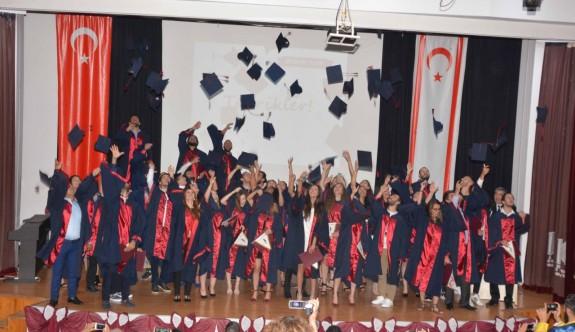 İletişimcilerin mezuniyet sevinci