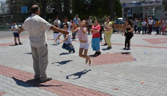 Kurtuluş İlkokulu, Dünya Çocuk Günü'nü kutladı