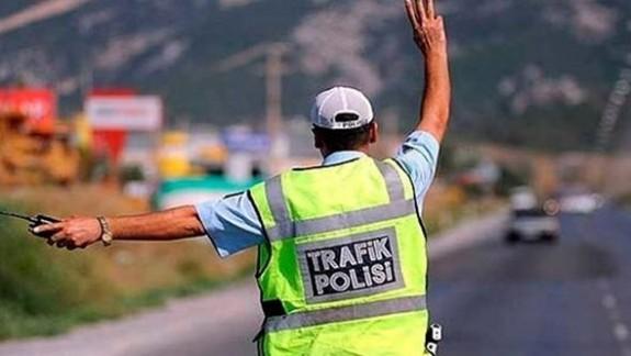 Trafikte 835 kişiye ceza kesildi