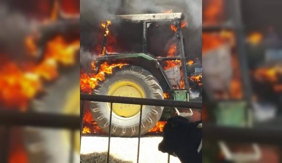Traktör cayır cayır yandı