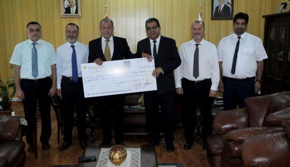 Vakıflar Bankası, Sağlık Bakanlığına 10 bin TL bağışladı