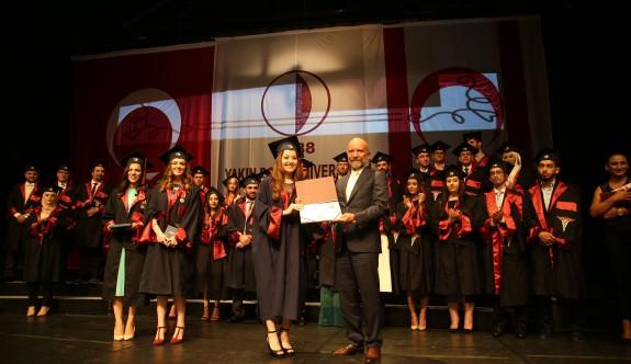 YDÜ Tıp Fakültesi mezunları diplomalarını aldı