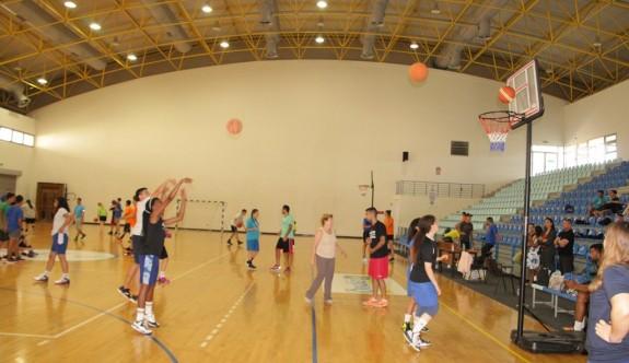 Barış için basket attılar