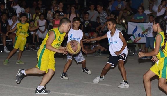 Dikmen sokaklarında basketbol coşkusu