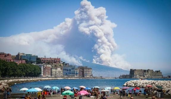 İtalya'daki yangınlarda 2 kişi öldü