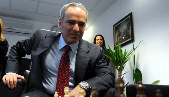 Kasparov geri dönüyor