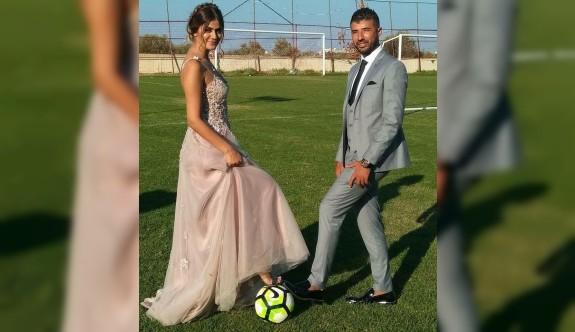 Futbolcunun, nişanı da sahada olur