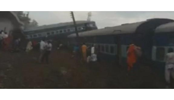 Hindistan'da tren raydan çıktı: 23 ölü, 81 yaralı