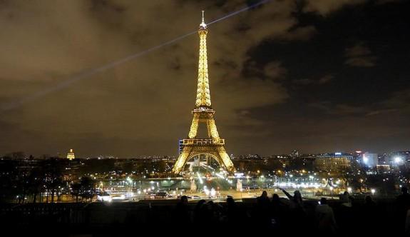 Paris son 10 yılın turist rekorunu kırdı