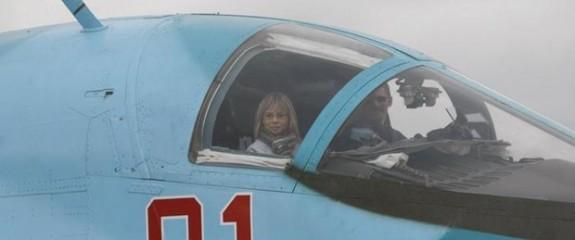 Rusya'da kadınlar da savaş pilotu olabilecek
