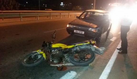 Araç, motosiklete çarptı